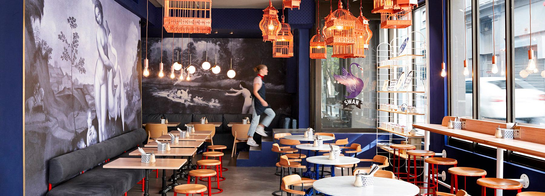Дизайн интерьера кафе Swan в стиле традиционной французской блинной