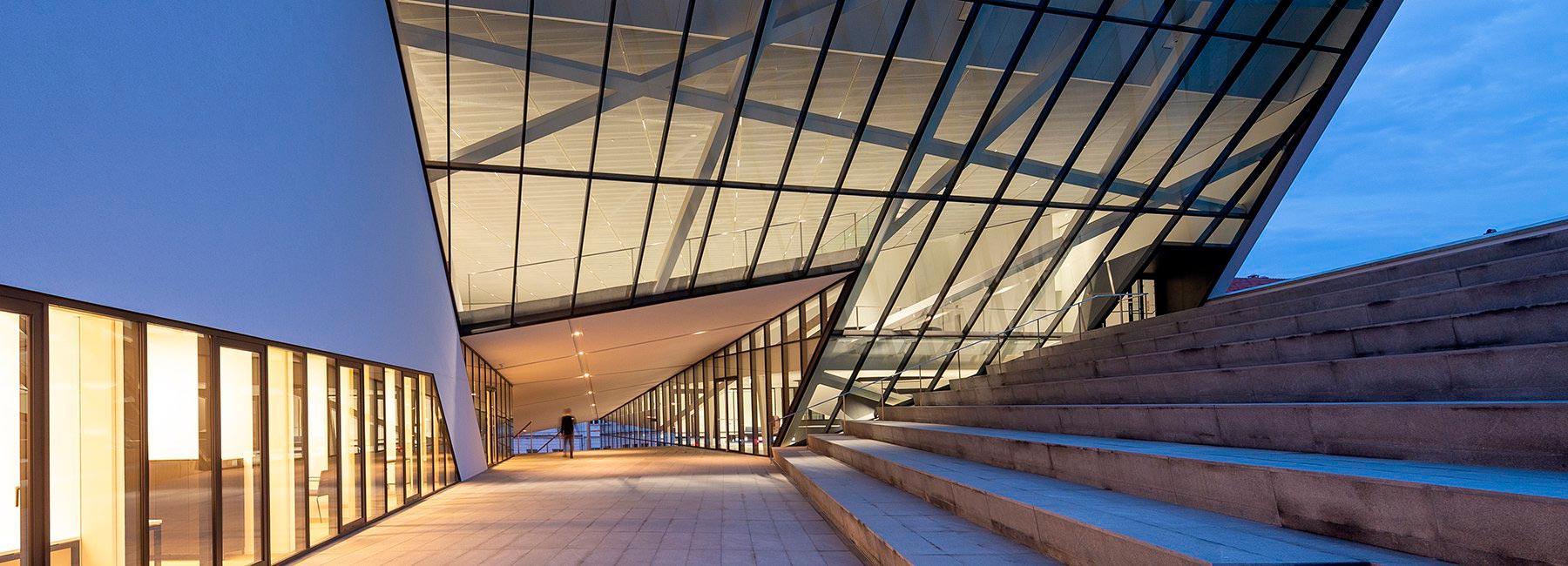В Литве открылся музей современного искусства MO в здании, спроектированном Даниэлем Либескиндом
